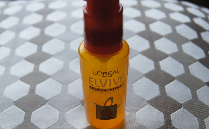 Review:L'Oreal Paris Elvive Smooth Anti FrizzSerum