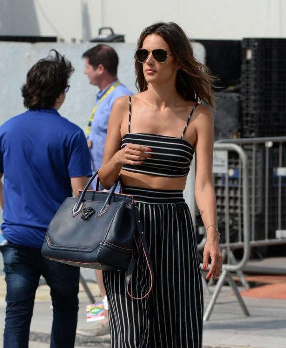 Alessandra-Amborsio-Versace-Palazzo-Empire-Bag-1