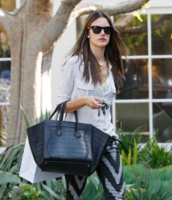 The-Many-Bags-of-Alessandra-Ambrosio-20
