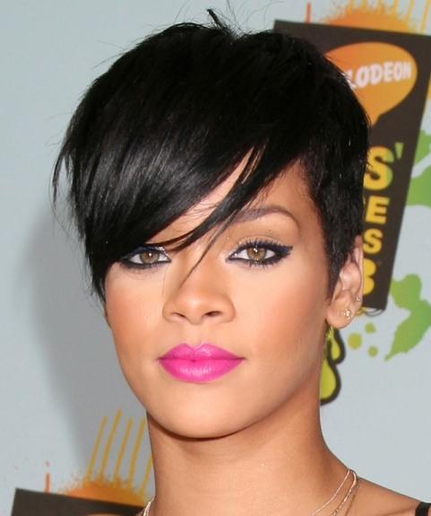 Rihanna-Pink-Lipstick