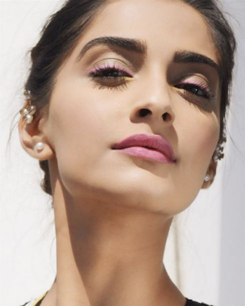 1.-eyeliner-styles-to-steal-from-Sonam-Kapoor.png