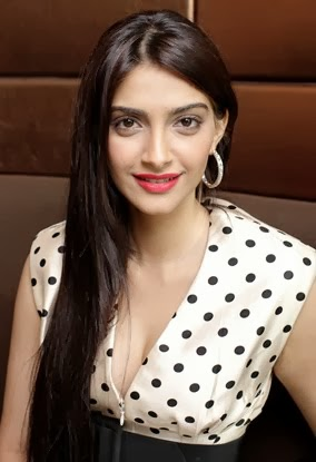 Sonam KapoorLatest Stills Hot Pictures (1)