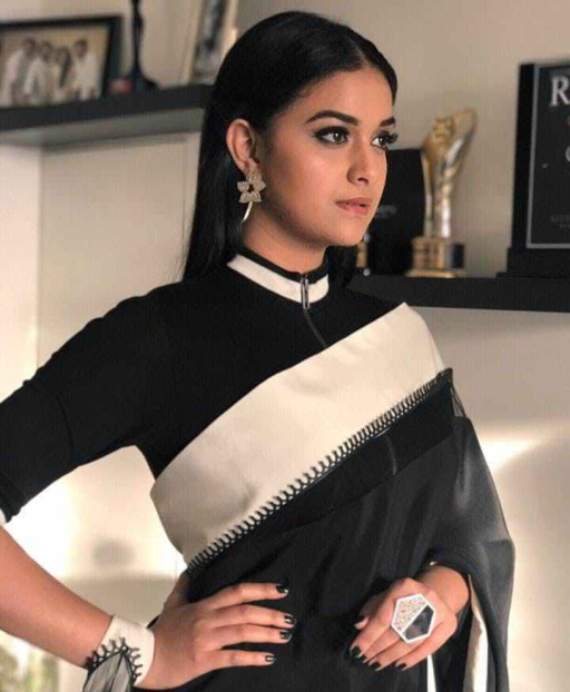 keerthi-suresh-looks-fierce-and-beautiful-in-this-black-saree_152093632228.jpg