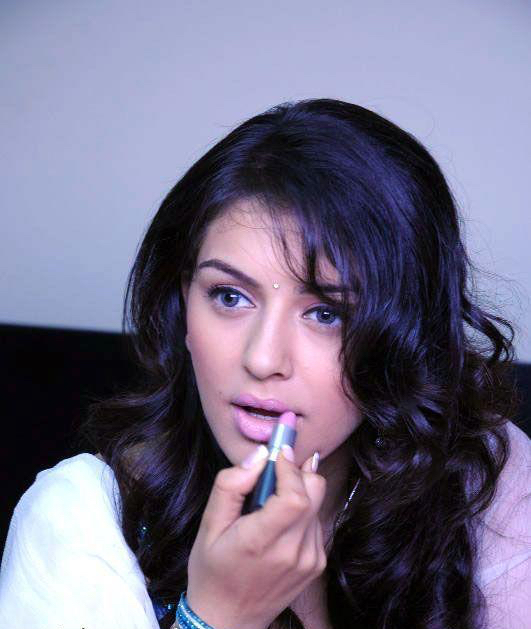 hansika-motwani-cute-close-up-photo-stills-2.jpg